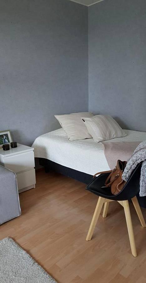 Vaaleat tekstiilit sopivat pieneen asuntoon.