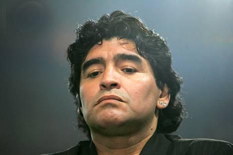 Diego Maradona eli vauhdikkaan elämän.