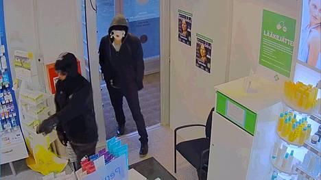Merikosken apteekin epäillyt ryöstäjät maanantaina 8.10.