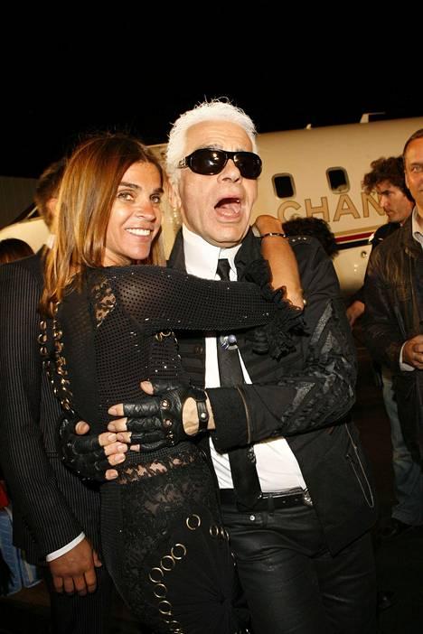 Muotitoimittaja Carine Roitfeld on toiminut Lagerfeldin innoittajana. Kuva vuodelta 2007.