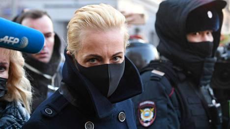 Navalnaja saapui miehensä oikeudenkäyntiin Moskovassa 2. helmikuuta.