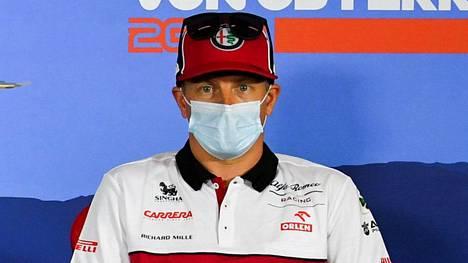 Räikkönen pressitilaisuudessa torstaina Red Bull Ringin tiloissa Itävallassa.