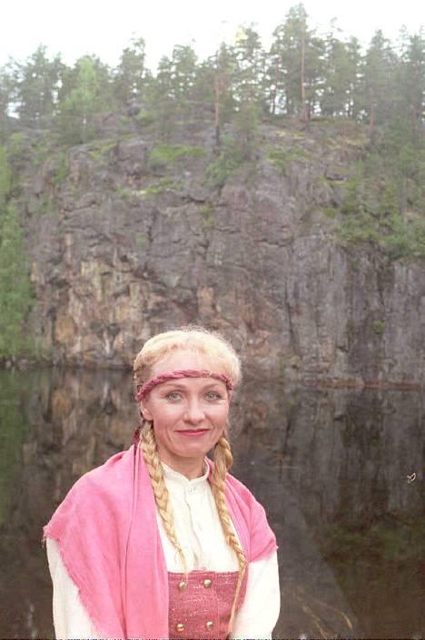 1996: Inga esiintyi myös Virroilla Karhu-oopperassa.
