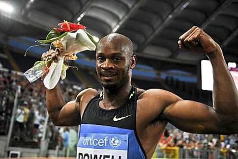Asafa Powell on kovassa vedossa myös 200 metrillä.