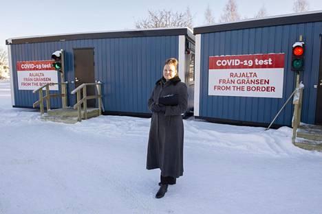 Torniolainen Katri Herala käy töissä Haaparannalla. Hän kävi pikatestissä Tornion rajanylityspaikalla.