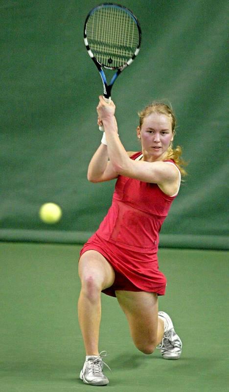 Essi Laine tenniksen SM-kisoissa 2003.