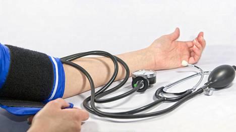 On mahdollista, että yhteiset riskitekijät, kuten ylipaino ja vyötärölihavuus, selittävät kummankin potilasryhmän suurentuneet sairastumisriskit.