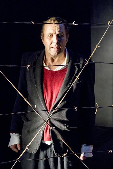 Suomen hauskin mies -näytelmää esitettiin Helsingin Kaupunginteatterissa.