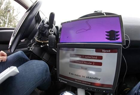 Opetettujen tapahtumien pohjalta auto oppii tekemään valintoja ja ratkaisuja itsenäisesti.
