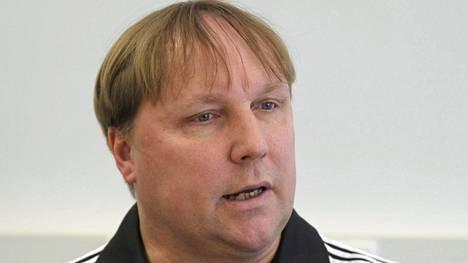 Mikael Källman jättää paikkansa Atlas Vantaan päävalmentajana.