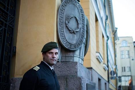 Eversti Janne Jaakkolan mukaan Puolustusvoimien edessä olevat miljardihankinnat on pakko viedä läpi tai muuten koko puolustusjärjestelmämme pitää miettiä uusiksi.