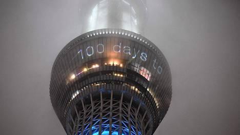 Maamerkit sateisessa Tokiossa kertoivat keskiviikkona, että olympialaisiin on sata päivää.