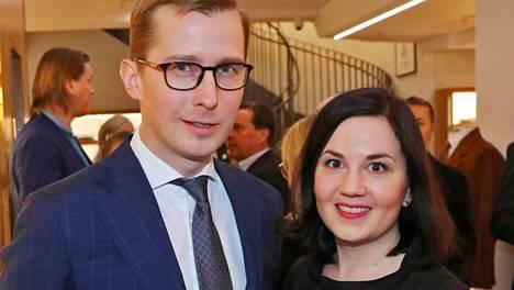 Arttu Laasonen ja Sanni Grahn-Laasonen odottavat toista lastaan.