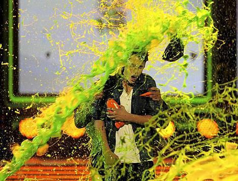 Laulaja Justin Bieber palkittiin näyttävin menoin Nickelodeonin Kids Choice -tilaisuudessa.
