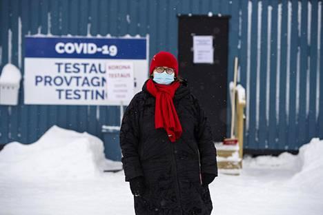 Tornion perusturvajohtaja Leena Karjalainen arvioi, että kaikkien Ruotsista tulevien testaaminen toisi rajalle pitkät jonot.