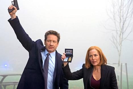 Seis! FBI! Liittovaltion agenttien Fox Mulderin ja Dana Scullyn seurattiin yli 200 jakson verran televisiossa.