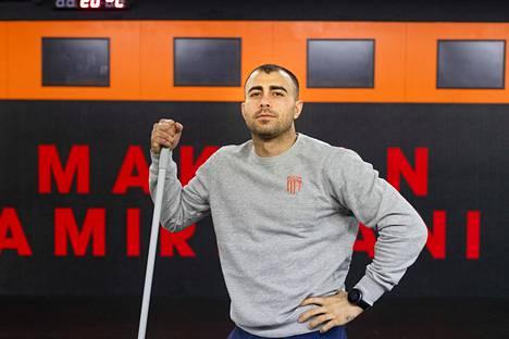 Makwan Amirkhani pitää salinsa tiptop-kunnossa.