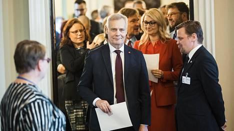 Antti Rinne pelkää, että palkankorotukset voivat sakata työllisyyskehitystä.
