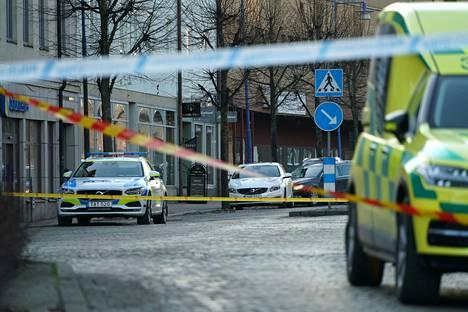 Poliisi eristi alueen heti tapahtumien jälkeen.