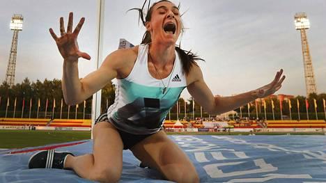 Jelena Isinbajeva on hakenut osallistumisoikeutta Rio de Janeiron olympialaisiin. Venäjän yleisurheiluliitto julkisti poikkeuslupaa hakeneiden 68 urheilijan nimet tiistaina.