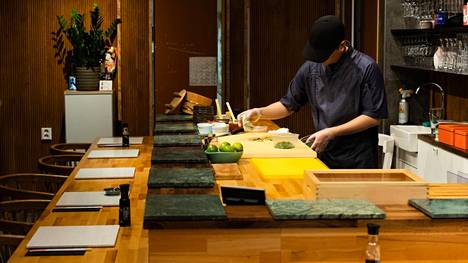 Kuvassa Latitude 25:n omistaja ja kokki Lucas Hoang tämän vuoden helmikuussa.
