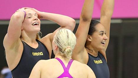 Suomen naisuimareilla oli sunnuntaina syytä hymyyn. 4x100 metrin viestin EM-pronssi irtosi SE-ajalla.