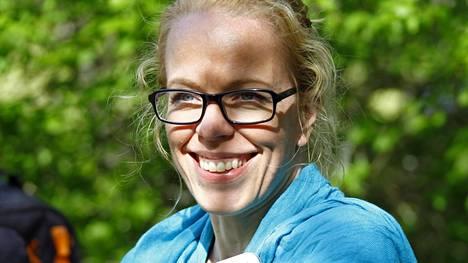 Katri Manninen työskentelee kirjailijana, käsikirjoittajana ja henkisenä valmentajana.