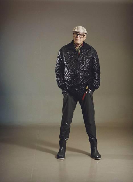 Vuonna 1975 presidentti Kekkonen poseerasi kalastusvaatteissa. Nykytermein Kekkosen tyyli muistuttaa hipsteriä.