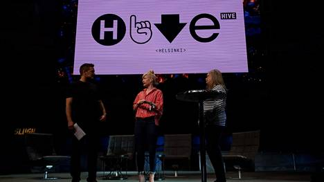 Ilkka Paananen, Linda Liukas ja Minna Kivihalme esittelivät Hive Helsinkiä Slushissa.