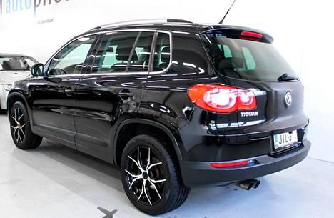 Vain 92 000 kilomnetriä ajettu Volkswagen Tiguan Sport & Style 2.0 TSI 4Motion manuaalivaihteilla ja bensamoottorilla vuosimallia 2010 oli myynnissä 19 990 eurolla Autopilotti.comissa Tuusulassa. Nelivetoisia bensa-Tiguaneja hintaluokassa 18 000 -25 000 euroa oli Nettiauto.comissa myynnissä alkuvuodesta vain 23, kun taas dieselillä toimivia nelivetoja samassa hintaluokassa tarjolla oli 59.