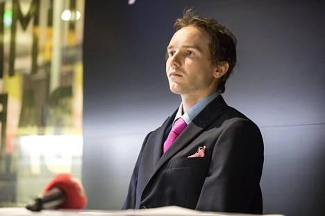 Harri Olli piti syyskuussa 2016 tiedotustilaisuuden koskien Hiihtoliiton ja hänen välistä riitaa.