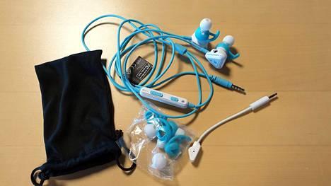 Pakkauksessa tulee kuulokkeiden lisäksi erikokoisia korvanappeja sekä säilytyspussi.
