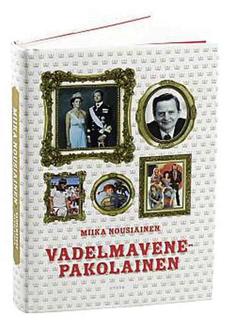 Prinssi Daniel saa ulkoministeri Stubbilta lahjaksi Miika Nousiaisen kirjan Vadelmavenepakolainen.