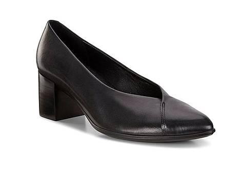 Ecco tunnetaan mukavista kengistään. Näissä nahka-avokkaissa on 4,5 sentin korko, 139,90 €.