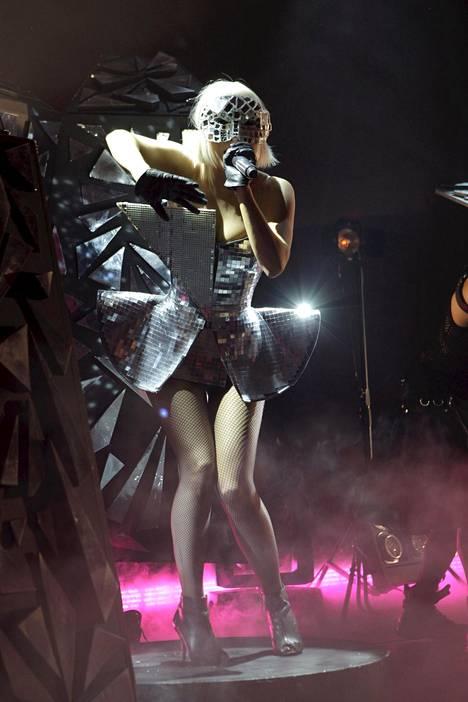 Pokerface-hitin myötä poptähdeksi ponnistanut Lady Gaga piti lupauksensa ja esiintyi Helsingin Kulttuuritalolla vuonna 2009. Seuraavana vuonna tähti huudattikin yleisöä Hartwall Arenalla.