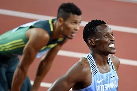 Isaac Makwala (edessä) oli 200 metrin MM-finaalissa kuudes. Taustalla näkyvä Wayde van Niekerk otti hopeaa.