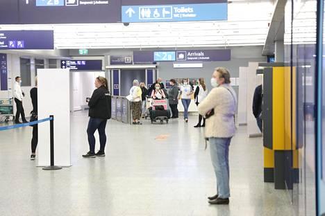 Ukrainalaisten saapuessa lentokentälle tunnelma oli jopa hermostunut.