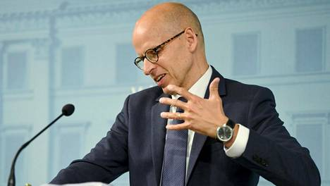 Valtiovarainministeriön kansliapäällikkö Martti Hetemäki jälleenrakennustyöryhmän raportin toisen osan sisällön julkistamistilaisuudessa.
