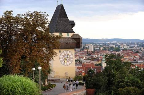 Linnavuorella sijaitseva kellotorni on Grazin historiallinen maamerkki. Se säästyi 1800-luvun alussa Napoleonin joukkojen tuhoilta lunnaita vastaan.