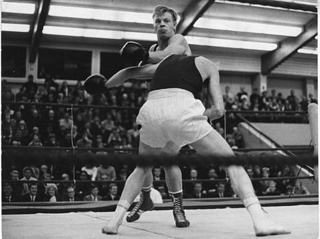 Vesa-Matti Loiri ottelemassa 75-kiloisten avoimen sarjan ottelussa vuonna 1969.