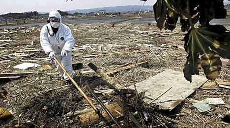 Kadonneiden etsintä Fukushiman suoja-alueelta alkoi.