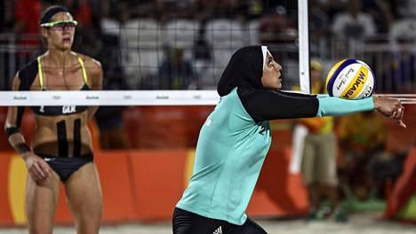 Doaa Elgobashy edustaa Egyptiä rantalentopallossa.