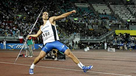 Näin keihäs lähti Tero Pitkämäen kädestä Osakassa 2007. Mittaa voittoheitolle tuli 90,33.