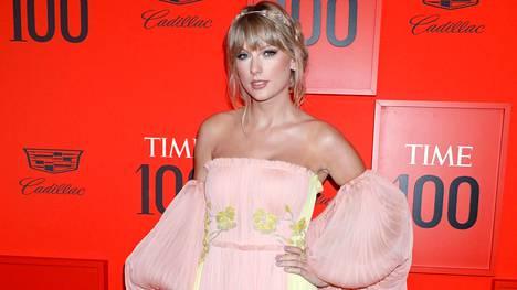 Taylor Swift rokkaa pastellisävyjä.