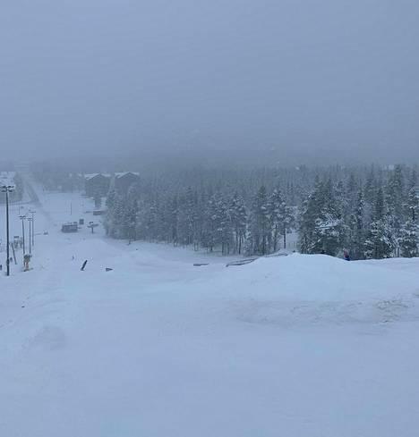 Laskijat saivat nauttia lumesta Levin hiihtokeskuksessa.