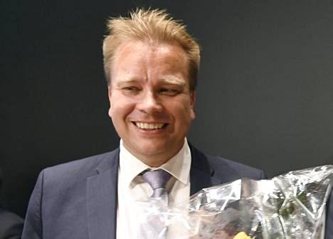 Puolustusministeriksi valittu Antti Kaikkonen.