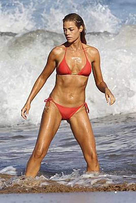 Denise Richards kävi aamu-uinnilla perhelomalla Havaijilla pari viikkoa sitten.