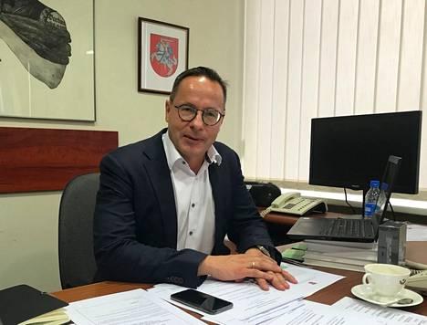Liettuan parlamentin ulkoasianvaliokunnan puheenjohtaja Žygimantas Pavilionis uskoo nyt nähtävän siirtolaistulvan olevan jatkoa sille, mitä Venäjä kokeili jo Suomea kohtaan talvella 2015-2016.