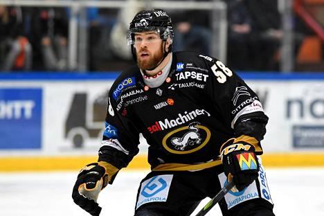 Neljän kärppävuoden aikana Hakanpää kehittyi SM-liigan eliittipelaajaksi.