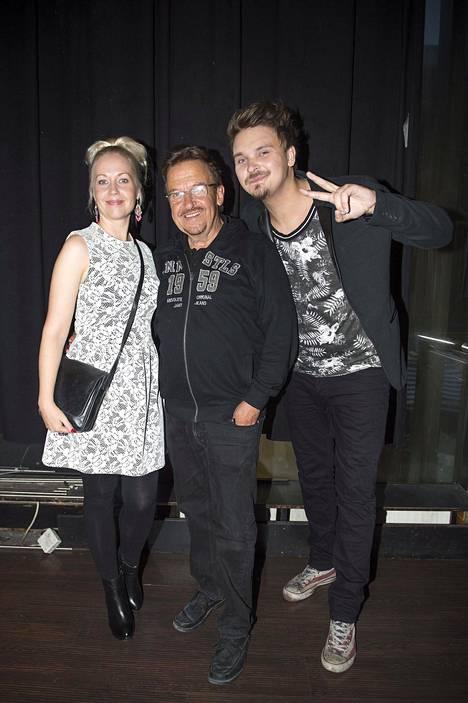 Salmiset yhdessä kesällä 2015. Krisse Salminen on Roopen täti ja Reijo Salminen hänen isoisänsä.